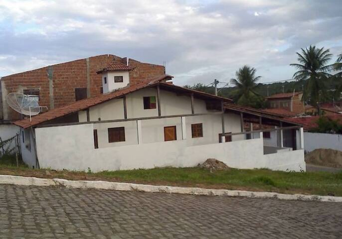 """Casa no Centro de Baía Formosa, perto de tudo!"""