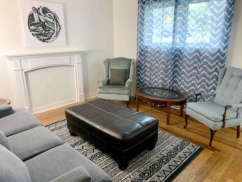 Spacious and private 2 bed apt w free parking