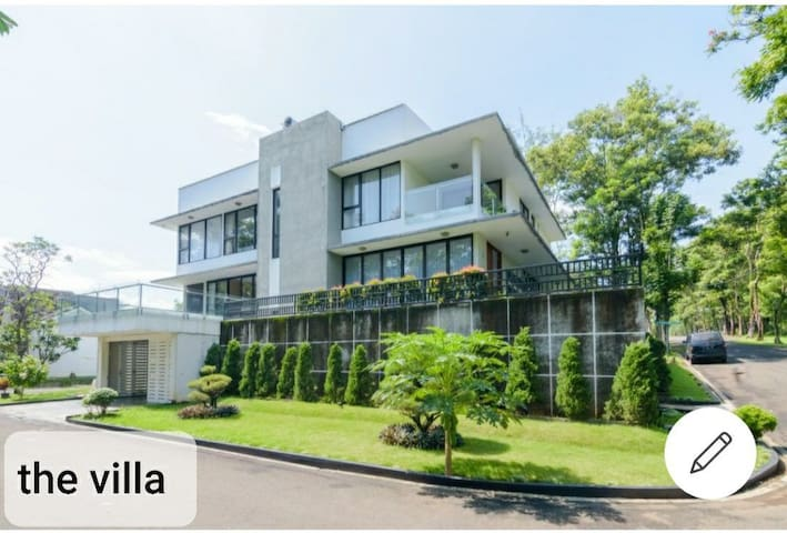 "The ""V"" 5 Bedrooms Villa at Sentul city"