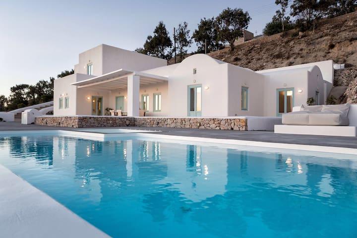 Boheme Villa Santorini- Privacy, Parking & Views