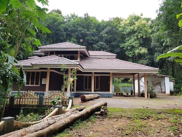 Kochu Chempotharayil Cherian Cottage