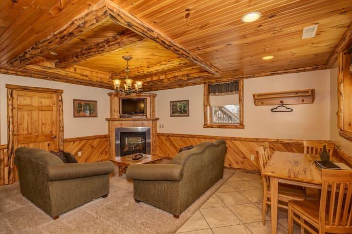 Deluxe Lodge Suite 101