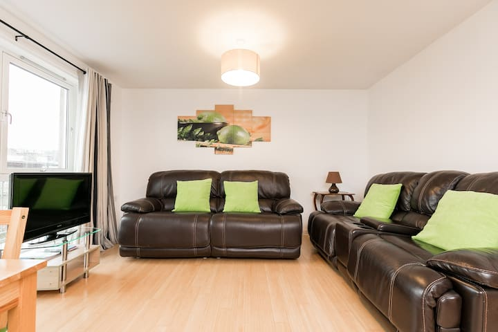 Stylish 2 Bedroom Apartment Aberdeen City Centre.