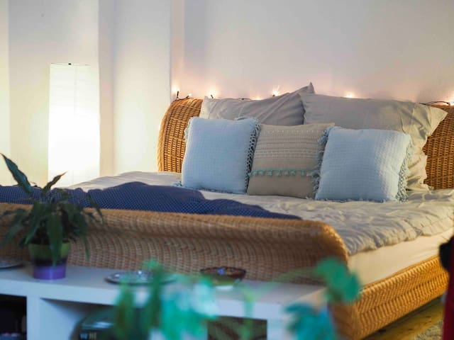 Spacious flat in FANTASTIC location - Schillerkiez