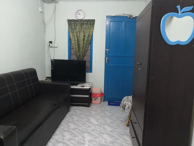 Che Yah's Small House. 8 min to B. Hilir/Jonker St