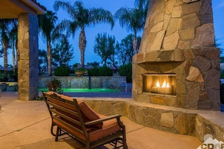 ALL 5 STARS (MUST SEE VIDEO) LUXE ESTATE,GOLF,MORE - La Quinta - Hus