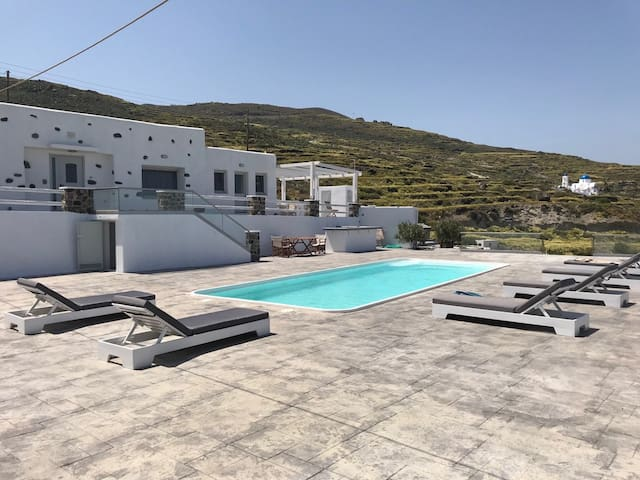 AMARA CENTRAL HOUSE Price includes a small car 4s