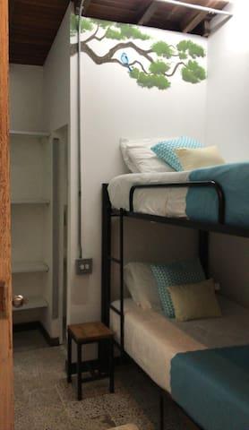 STAY/Dormitorio compartido x 2 camas/Azulejo/baño