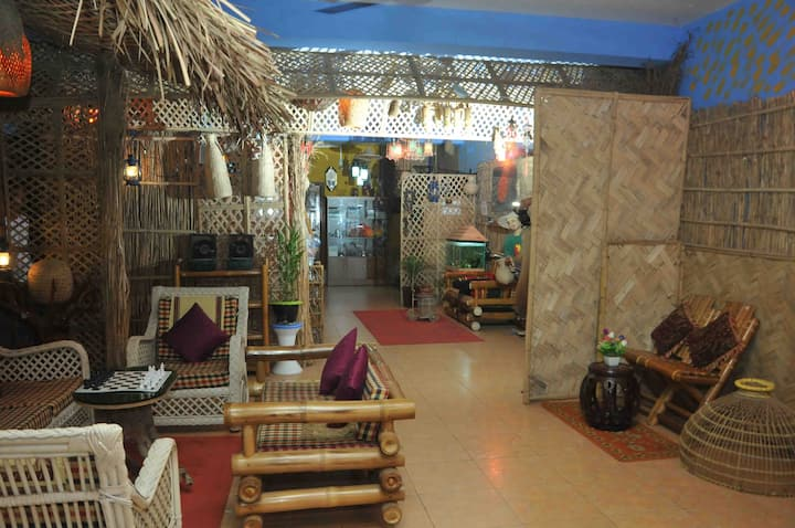Green Leaf Guest House Double Room(AC)