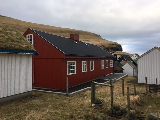 Charming new cottage in the Gjógv in Eysturoy - Gjogv - House