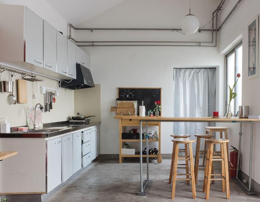 hutong penthouse west wing wohnungen zur miete in peking. Black Bedroom Furniture Sets. Home Design Ideas