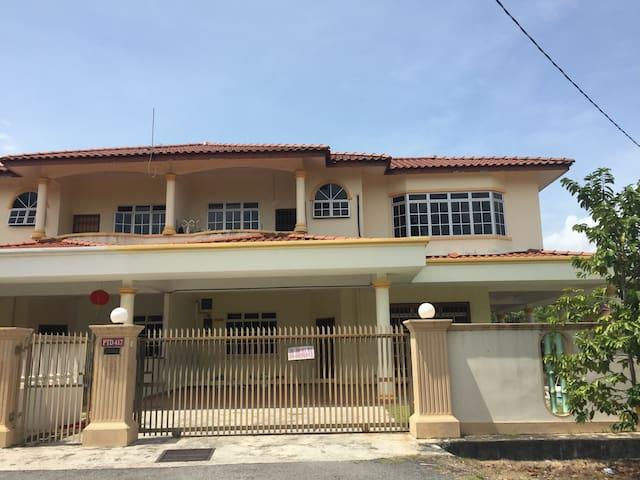 Double storey house for rent - Muar - Hus