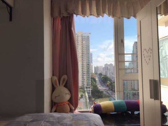 温馨的家,福田cbd中心区,三地铁口,近口岸非常便利!