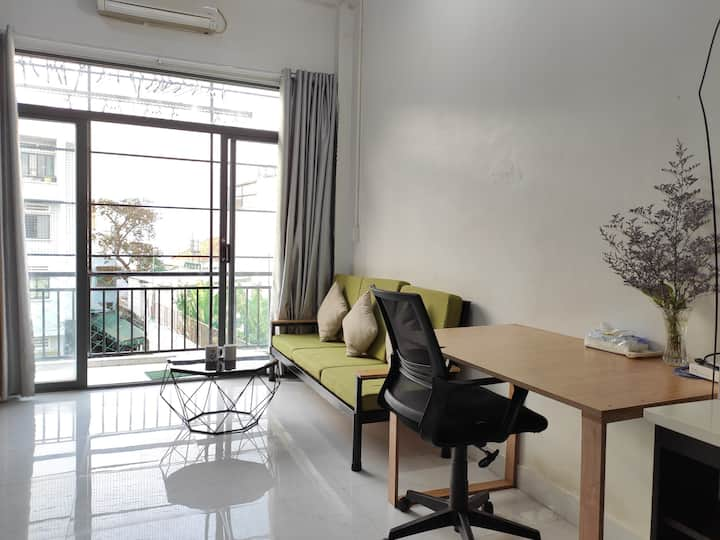 [Airport | 10 mins walk to park] 1BR Apartment 2.2