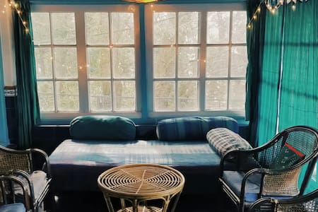 Sunny Himalayan Cottage in Landour