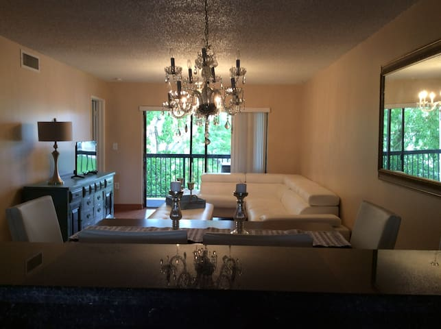 Beautiful apartment near Sawgrass Mall 1