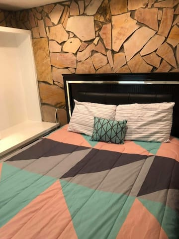 Private room close to Disney!! Pets welcome