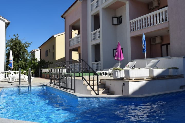 Apt for 2+1 pers with pool in Malinska R61346