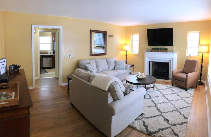 Clean & Cozy Home, Walking Distance to Notre Dame