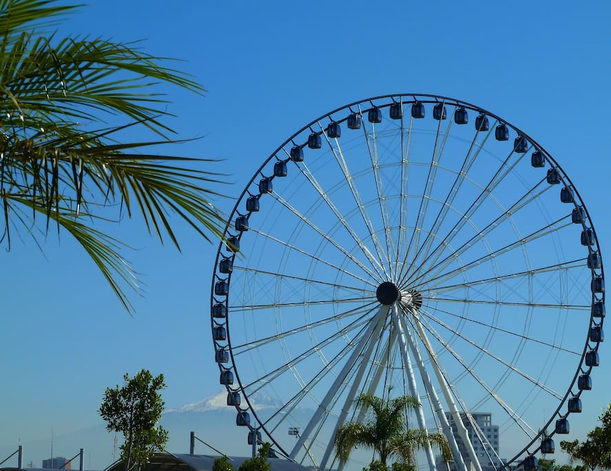 Puebla Ferris wheel. La Estrella de Puebla