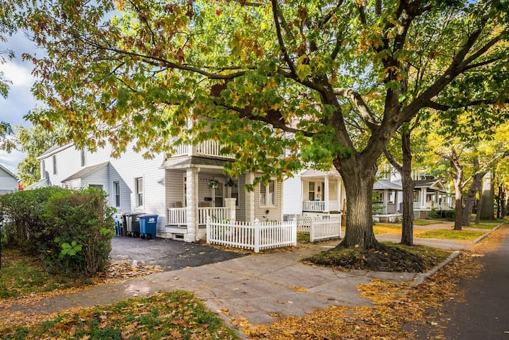 Lark #1 Cozy and Centrally located!!