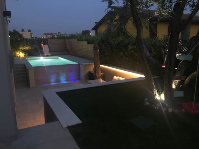 Single villa with private pool and EV charger