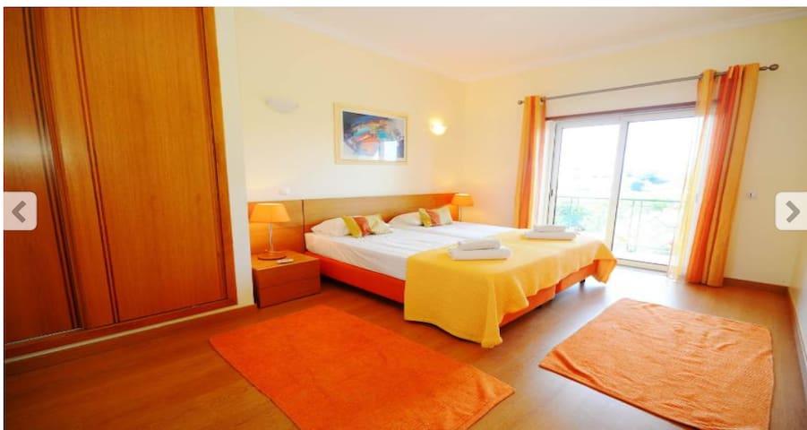 Albufeira, en-suite + balcony and breakfast for 2.