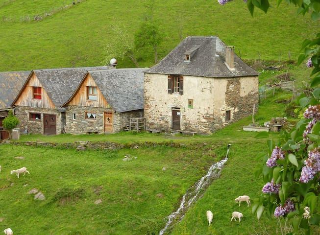 """La grange d'Arlette à """"Eylie d'en haut"""" - Sentein - Naturstuga"""