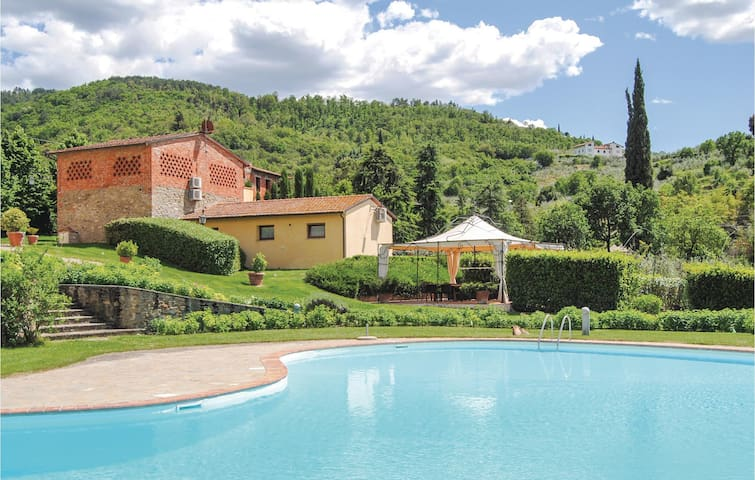 Semi-Detached with 3 bedrooms on 80 m² in Arezzo