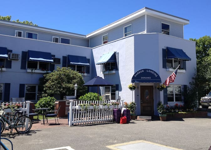 2 Adjoining Guest Rooms w/Private Baths (4 Guests) - Vineyard Haven - Apartment