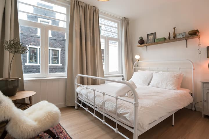 Renovated, Cozy Room in City Centre