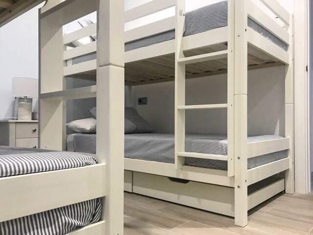 Tercer dormitorio con 4 literas.