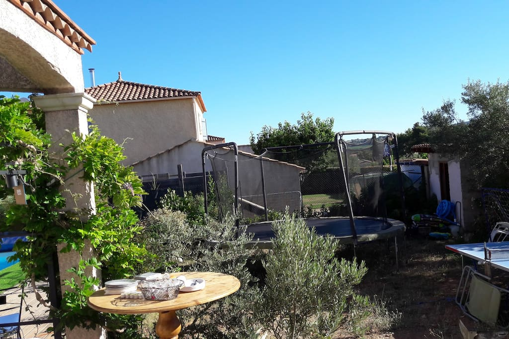 trampoline, table de ping-pong...