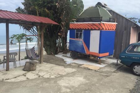 Mobile home to visit the amazing Ecuador's beaches