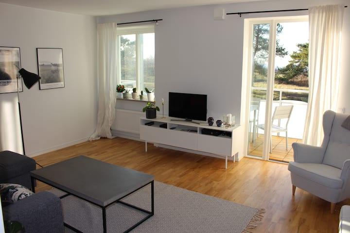 Lägenhet med utsikt över väderkvarnar och havet