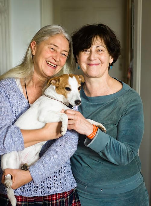 Sometimes my lovely neigbor Susanne and her cute little dog Lilly will let you in!