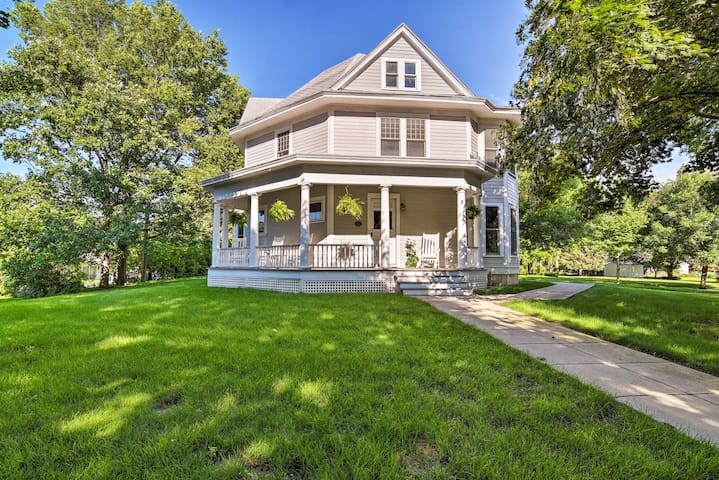 Historic Jefferson Home - Restored & Spacious!