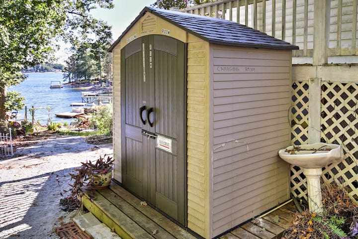 Utilize the outdoor changing room before entering the studio.