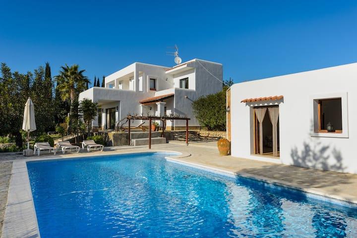 Cozy Villa 19 mins from Ibiza