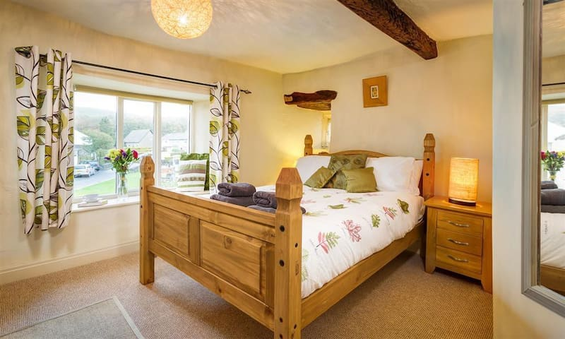 Holly Cottage a Cosy traditional cottage, Cartmel