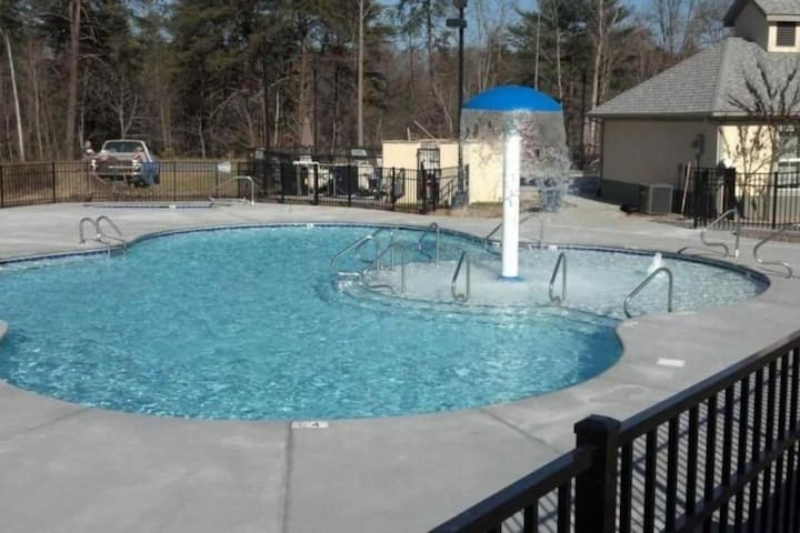 Fall dates available!!  Low Rates!! 2 bedroom 2 bath condo - sleeps 6