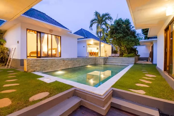 Ombak Villa 6 Bedrooms Quiet Area + Private Pool