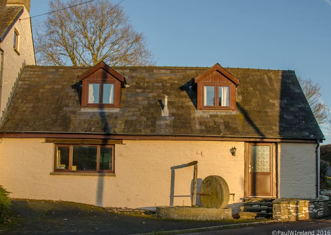 Quiet Cottage in the Brecon Beacons - Trefeitha - House