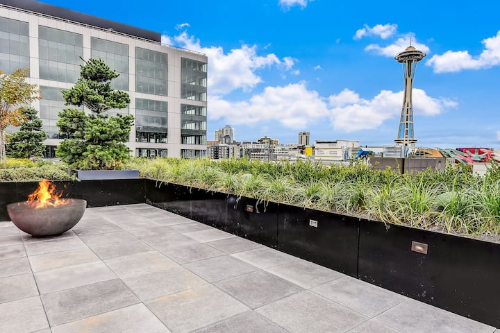 **NEW** Upper Lvl Corner Apt in SLU - gym + pets!
