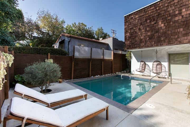 West Hollywood Studio at Robertson & Melrose