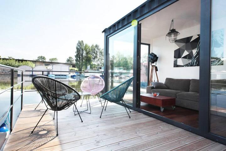 Casa flotante flotante única de easyBNB