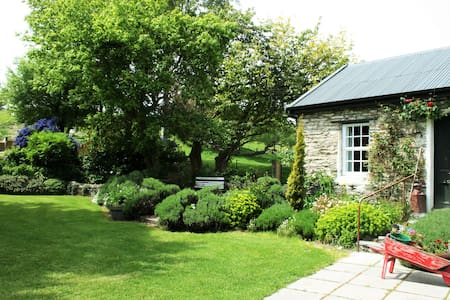 Self-contained Historic Farm Cottage - Queenstown