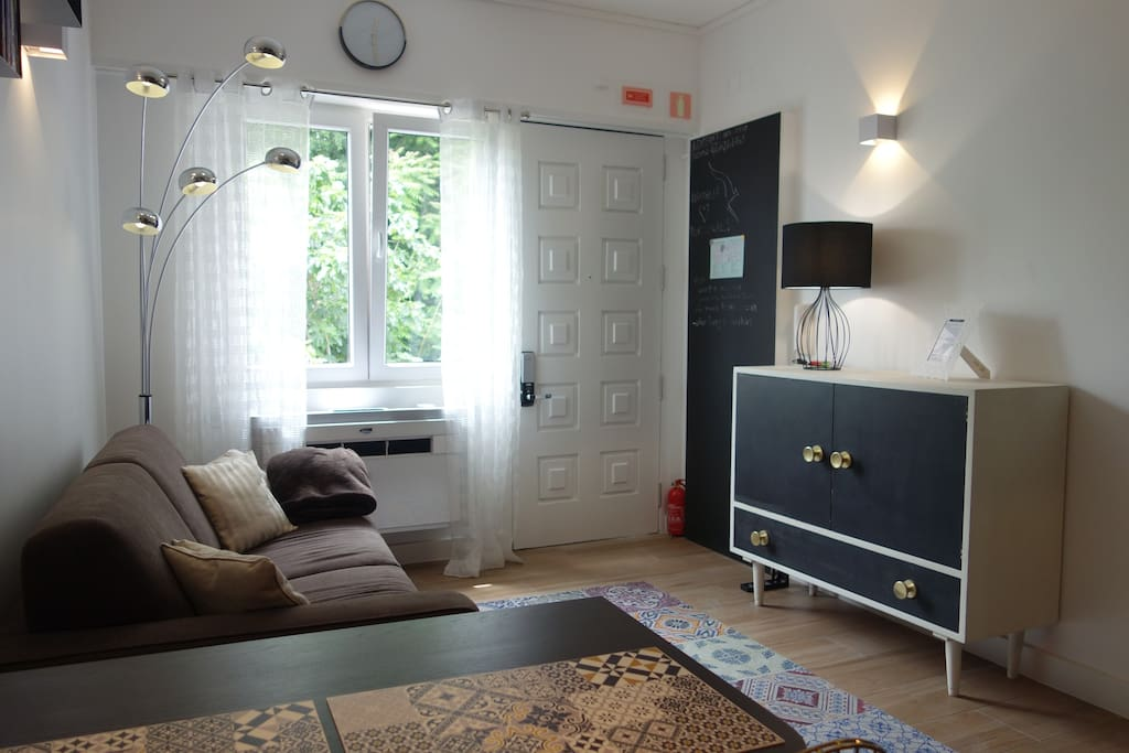 living room with a double sofa-bed and air conditioning
