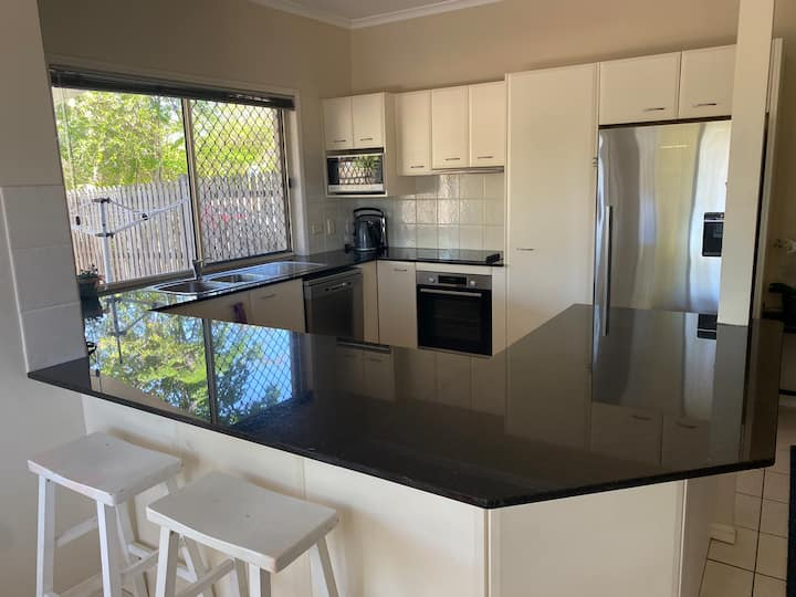 Three bedroom townhouse with big kitchen