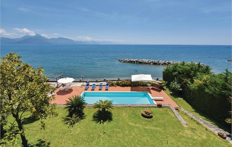 Semi-Detached with 3 bedrooms on 100 m² in S. Giovanni a Piro SA